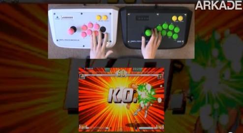 Insano: sujeito joga Street Fighter sozinho contra ele mesmo!