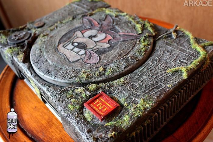 Olha só esse Playstation customizado do Crash Bandicoot que é pura nostalgia!