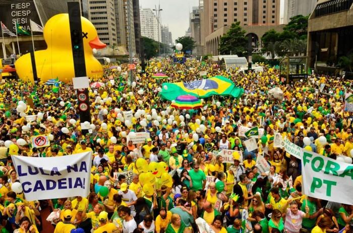 Os números da pirataria brasileira de Punch Club e a corrupção nossa de cada dia