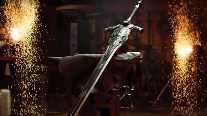a blacksmith's workshop Replica-espada-de-artorias-dark-souls-1-700x394