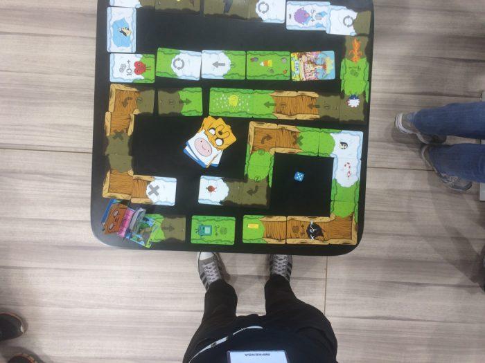 """Tabuleiro Arkade: Jogo Caminho da Aventura da Copag é um """"3 em 1"""" em que cartas montam o tabuleiro"""