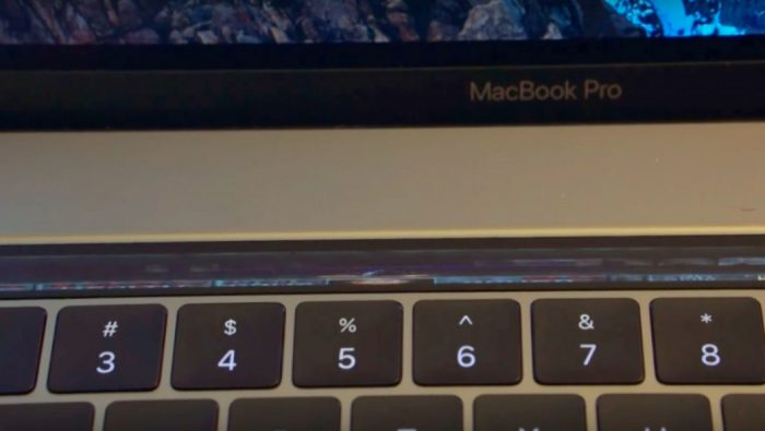 Sabe a Touch Bar do MacBook Pro? Pois ela também já está rodando Doom.