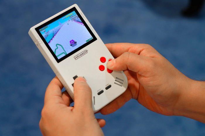 Conheça o Super Retro Boy, o portátil que não deixa o Game Boy morrer
