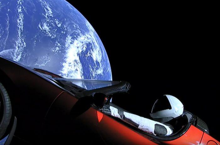 Site permite que você acompanhe Starman e o Tesla de Elon Musk pelo espaço