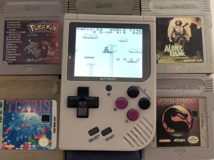 """Testamos o New BittBoy, um """"mini-Game Boy"""" com tela iluminada e boas ideias"""