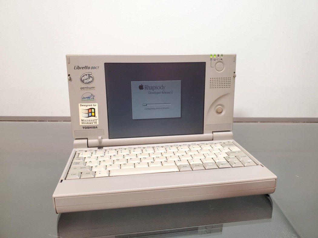 """Notebook Toshiba Libretto de 1997 """"vira um Mac"""" via Hackintosh"""