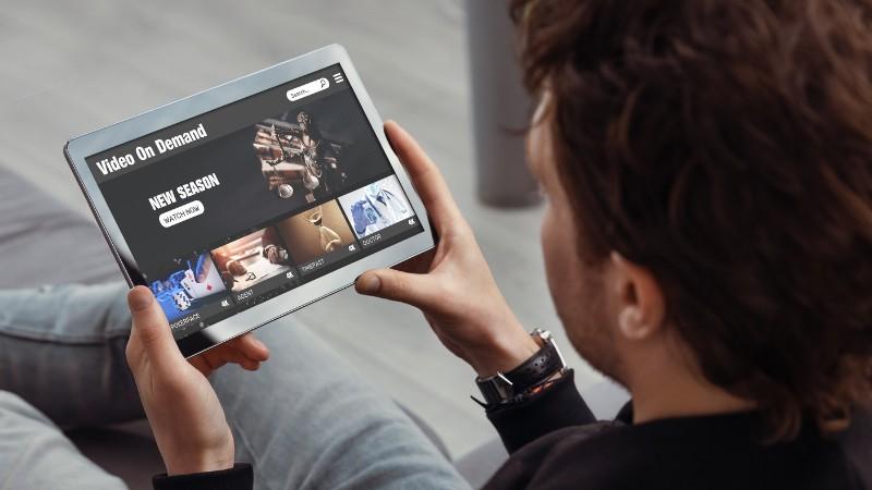 65% dos adultos brasileiros assinam ao menos um serviço de vídeo por streaming