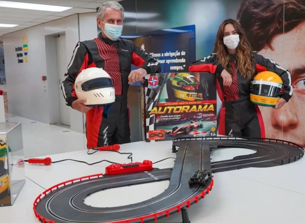 Estrela lança Autorama com Lotus e McLaren que foram guiadas por Senna